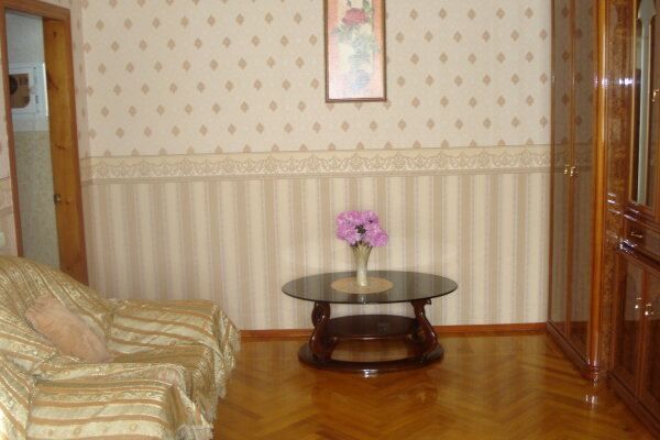 2-комн. квартира, 50 кв.м. на 4 человека, улица Ленина, 108, Центр, Ейск - Фотография 1