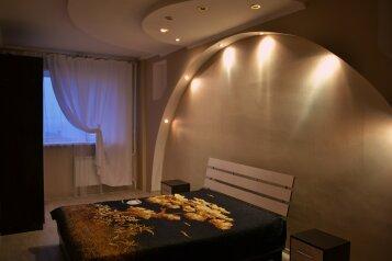 2-комн. квартира, 80 кв.м. на 4 человека, улица Кирова, 6, Ленинский район, Ульяновск - Фотография 1
