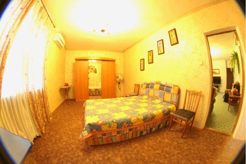 #Дом в Ялте с двориком, для семейного отдыха с детьми., улица Ломоносова, 51А на 2 комнаты - Фотография 9