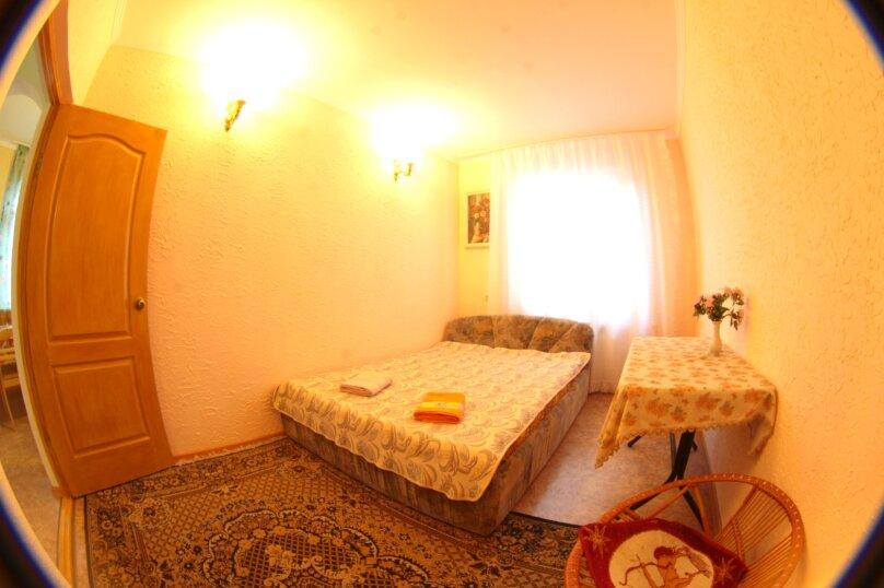 #Дом в Ялте с двориком, для семейного отдыха с детьми., улица Ломоносова, 51А на 2 комнаты - Фотография 14