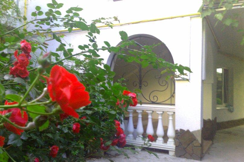 #Дом в Ялте с двориком, для семейного отдыха с детьми., улица Ломоносова, 51А на 2 комнаты - Фотография 15