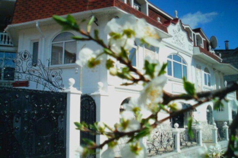 #Дом в Ялте с двориком, для семейного отдыха с детьми., улица Ломоносова, 51А на 2 комнаты - Фотография 16