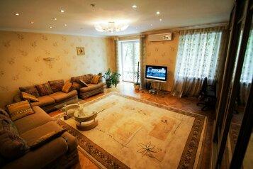 3-комн. квартира, 100 кв.м. на 6 человек, проспект Ермакова, 11, Центральный район, Новокузнецк - Фотография 1