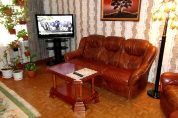 2-комн. квартира, 48 кв.м. на 4 человека, улица Кирова, 111, Центральный район, Новокузнецк - Фотография 1