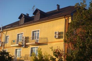 Гостевой дом, Пихтовый переулок, 10 на 10 комнат - Фотография 1