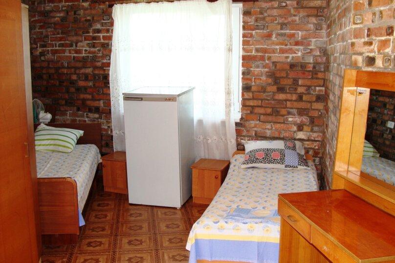 """Гостевой дом """"На Калинина 1А"""", улица Калинина, 1А на 9 комнат - Фотография 16"""