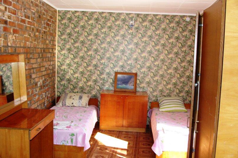 """Гостевой дом """"На Калинина 1А"""", улица Калинина, 1А на 9 комнат - Фотография 17"""