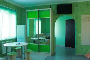 Зеленая комната:  Номер, Стандарт, 4-местный (3 основных + 1 доп), 1-комнатный, Гостевой дом, улица Степана Разина на 30 номеров - Фотография 2
