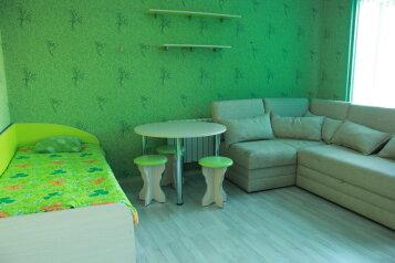 Зеленая комната:  Номер, Стандарт, 4-местный (3 основных + 1 доп), 1-комнатный, Гостевой дом, улица Степана Разина, 41 на 30 номеров - Фотография 1