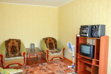 2-комн. квартира на 6 человек, проспект Вячеслава Клыкова, Центральный округ, Курск - Фотография 4
