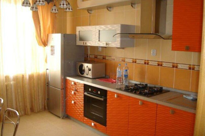 2-комн. квартира, 52 кв.м. на 4 человека, улица Ленина, 55, Хабаровск - Фотография 4