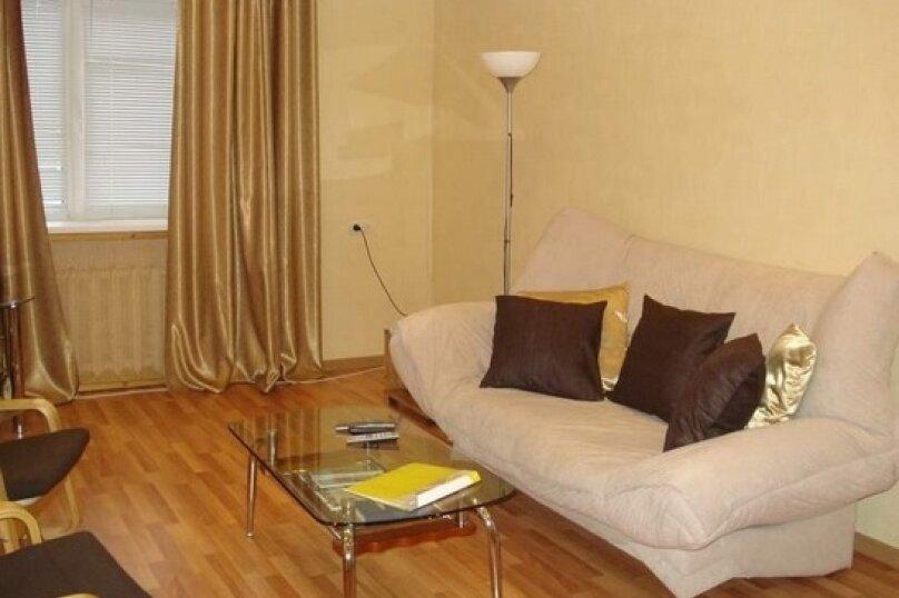 2-комн. квартира, 52 кв.м. на 4 человека, улица Ленина, 55, Хабаровск - Фотография 1