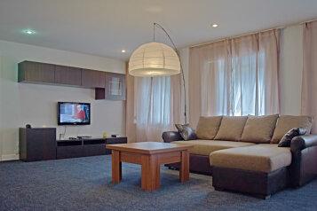 3-комн. квартира, 90 кв.м. на 6 человек, Невский проспект, Центральный район, Санкт-Петербург - Фотография 1