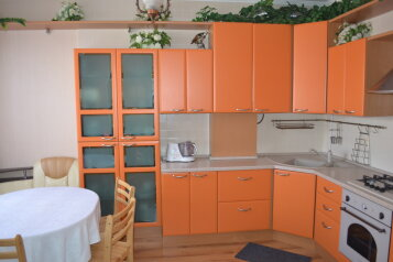 Трехкомнатный дом люкс с двором , 150 кв.м. на 7 человек, 3 спальни, Рабочая улица, Евпатория - Фотография 2
