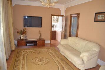 Дом люкс в курортной зоне, 100 кв.м. на 7 человек, 3 спальни, улица Гоголя, Евпатория - Фотография 1
