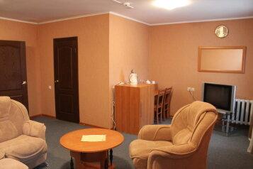 Люкс:  Номер, Люкс, 4-местный, 2-комнатный, База отдыха, Сосновка, 1 на 10 номеров - Фотография 3