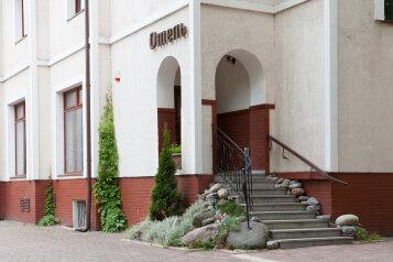 """Отель """"Пруссия"""", Коммунистическая улица, 4А на 23 комнаты - Фотография 1"""