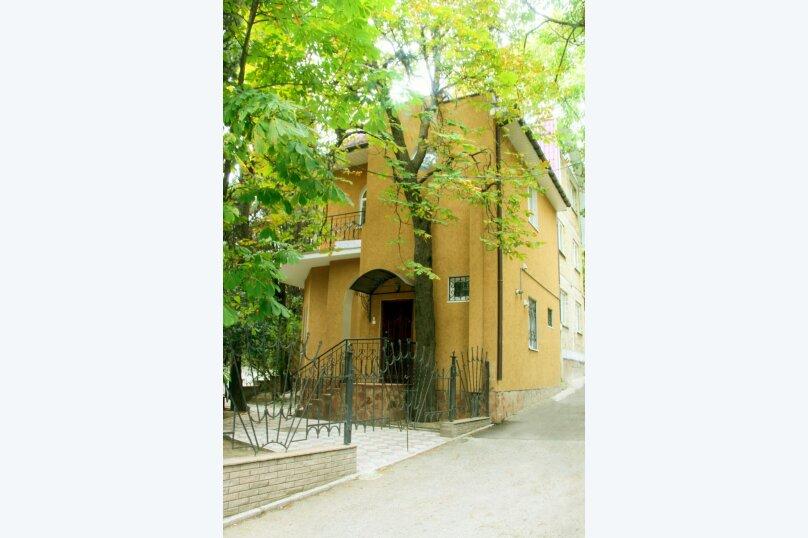 Дом, 95 кв.м. на 5 человек, 2 спальни, Садовая улица, 12, Ялта - Фотография 1