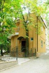 Дом, 95 кв.м. на 5 человек, 2 спальни, Садовая улица, Ялта - Фотография 1