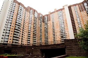 2-комн. квартира, 78 кв.м. на 5 человек, проспект Космонавтов, Санкт-Петербург - Фотография 1