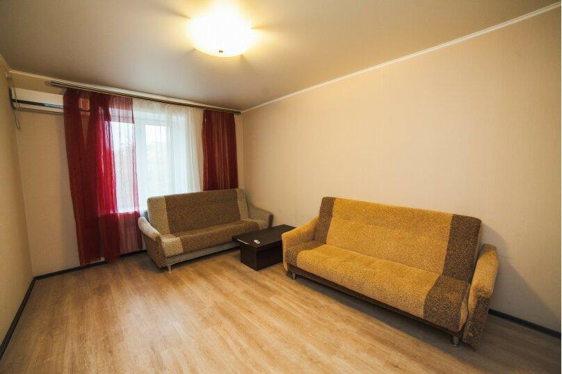 2-комн. квартира, 62 кв.м. на 2 человека, проспект Чайковского, 46, Тверь - Фотография 2