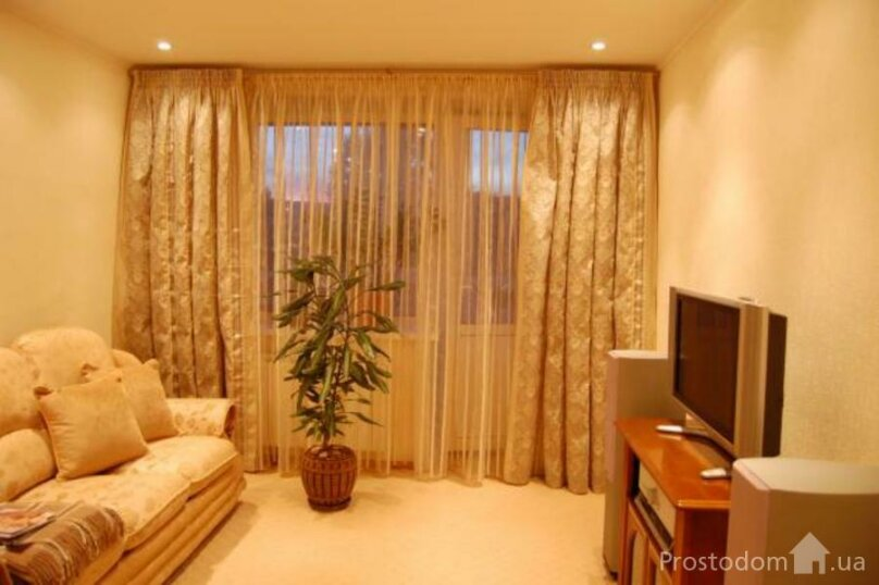 2-комн. квартира, 52 кв.м. на 4 человека, улица Ленина, 56, Хабаровск - Фотография 1