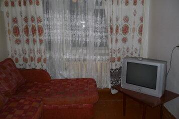 3-комн. квартира, 60 кв.м. на 9 человек, улица Семена Ремезова, Тобольск - Фотография 1