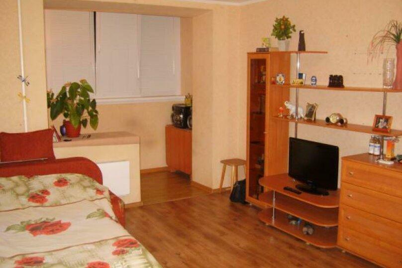 2-комн. квартира, 52 кв.м. на 4 человека, улица Юности, 6, Хабаровск - Фотография 1
