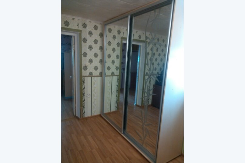 Дом-дача до 12 человек, 4 комнаты, большой двор, 200 кв.м. на 12 человек, 4 спальни, Раздольненское шоссе, 4, Евпатория - Фотография 31