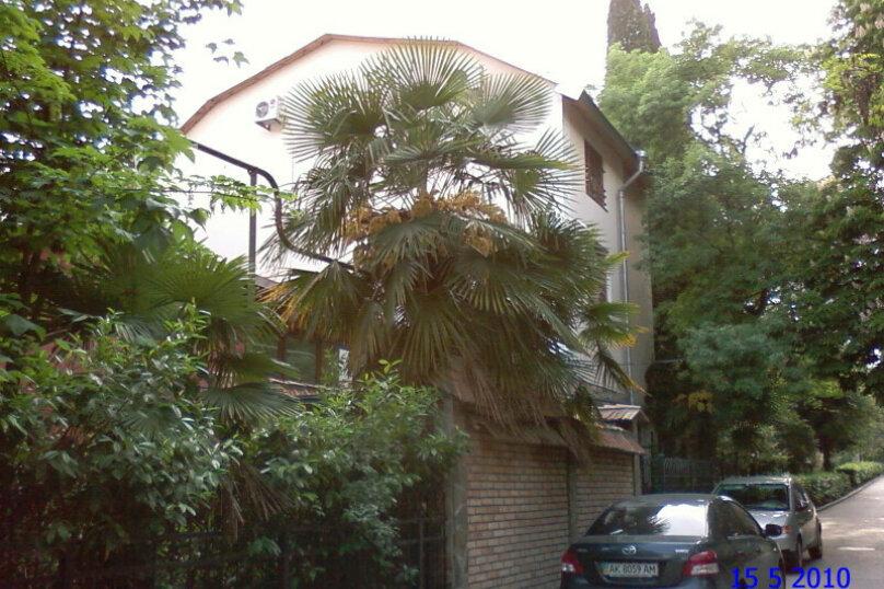 Первый этаж дома рядом с Набережной и пляжем!, 50 кв.м. на 4 человека, 2 спальни, Пальмиро Тольятти, 12, Ялта - Фотография 1