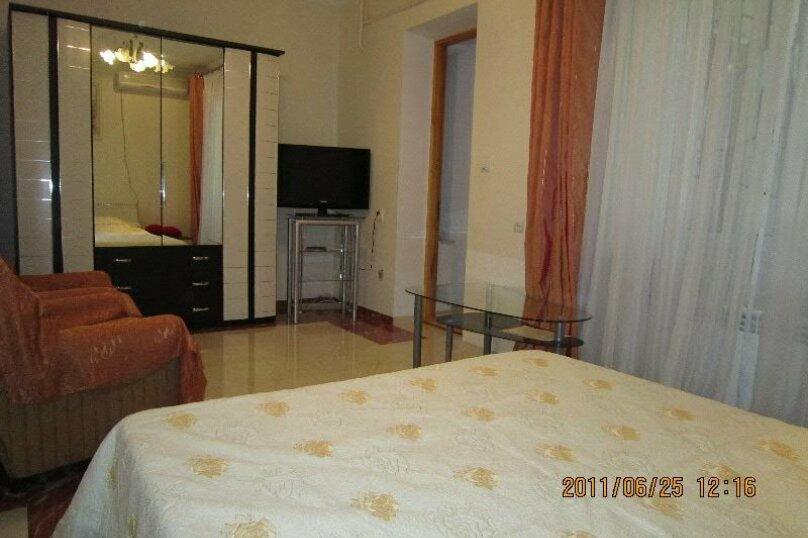 Первый этаж дома рядом с Набережной и пляжем!, 50 кв.м. на 4 человека, 2 спальни, Пальмиро Тольятти, 12, Ялта - Фотография 13