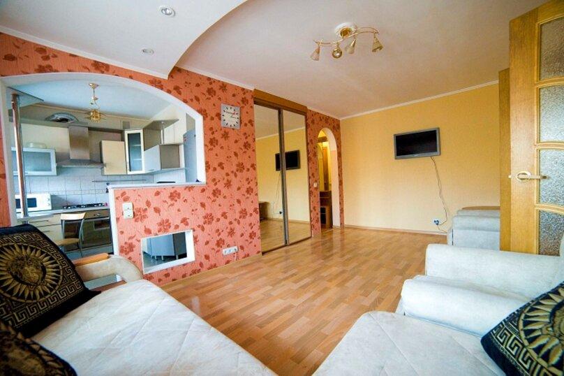 2-комн. квартира, 55 кв.м. на 4 человека, улица Пушкина, 15, Хабаровск - Фотография 1