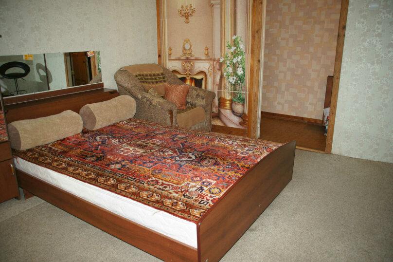 1-комн. квартира, 50 кв.м. на 4 человека, проспект Ленина, 22, метро Площадь Ленина, Волгоград - Фотография 1