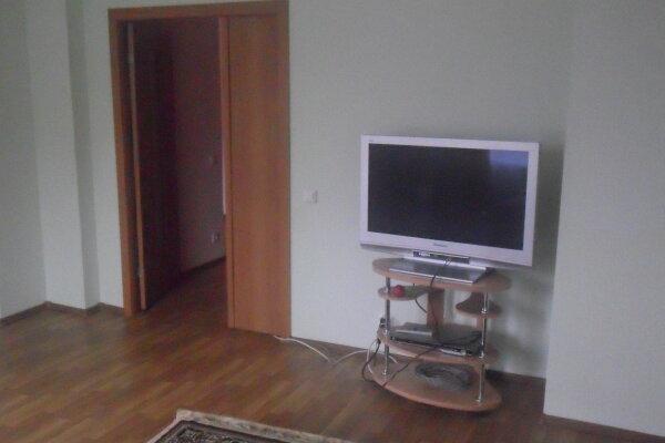 2-комн. квартира, 72 кв.м. на 5 человек, улица Крупской, 28, район Псковский Кремль, Псков - Фотография 1