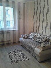 3-комн. квартира, 64 кв.м. на 6 человек, Орловская улица, 1А, Курск - Фотография 1