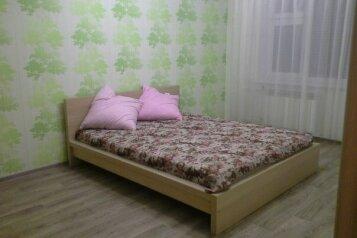 1-комн. квартира, 38 кв.м. на 2 человека, проспект Комарова, Кировский округ, Омск - Фотография 1