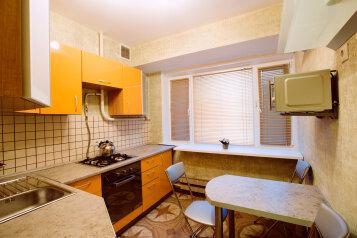 2-комн. квартира, 55 кв.м. на 4 человека, проспект Андропова, метро Коломенская, Москва - Фотография 2