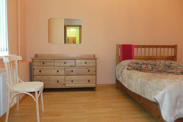 3-комн. квартира на 6 человек, проспект Бардина, 4, Новокузнецк - Фотография 1