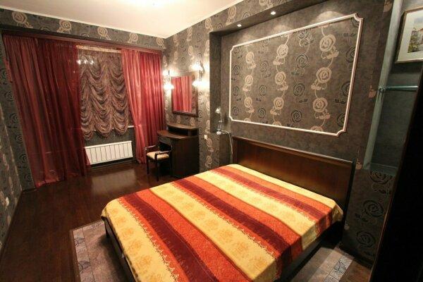 2-комн. квартира, 60 кв.м. на 4 человека, улица Шахтёров, 42, Центральный район, Красноярск - Фотография 1