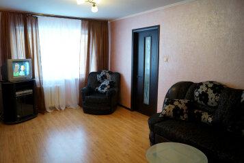 3-комн. квартира, 61 кв.м. на 6 человек, улица Циолковского, Центральный район, Новокузнецк - Фотография 1