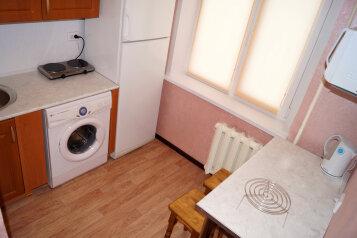 3-комн. квартира, 61 кв.м. на 6 человек, улица Циолковского, Центральный район, Новокузнецк - Фотография 2