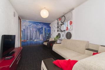 2-комн. квартира, 45 кв.м. на 4 человека, улица 8 Марта, 142, Чкаловский район, Екатеринбург - Фотография 1