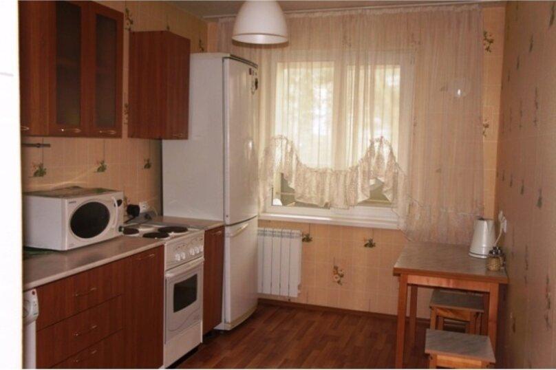 2-комн. квартира, 45 кв.м. на 2 человека, улица Лермонтова, 61, Иркутск - Фотография 1
