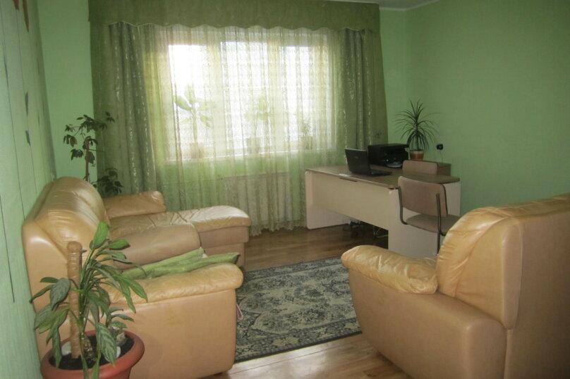 3-комн. квартира, 82 кв.м. на 6 человек, улица Воронова, 37, Красноярск - Фотография 1