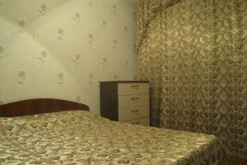 2-комн. квартира, 56 кв.м. на 4 человека, улица Воронова, Советский район, Красноярск - Фотография 1