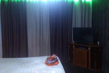 2-комн. квартира, 50 кв.м. на 4 человека, проспект Первостроителей, Комсомольск-на-Амуре - Фотография 1
