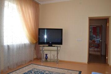 Двухкомнатный люкс с двором,место для автомобиля , 90 кв.м. на 4 человека, 2 спальни, улица Токарева, Евпатория - Фотография 1