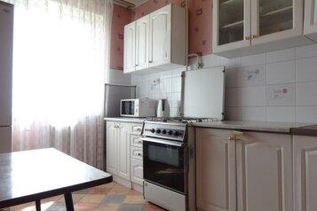 1-комн. квартира, 37 кв.м. на 1 человек, улица Валерии Барсовой, 12, Астрахань - Фотография 2