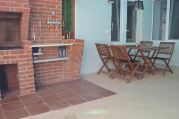 Уютный домик с двором,место для автомобиля , 60 кв.м. на 5 человек, 2 спальни, улица Володарского, 14, Евпатория - Фотография 1