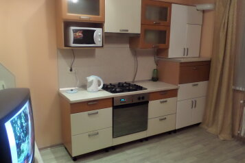 1-комн. квартира, 52 кв.м. на 3 человека, улица Филиппа Лукина, Чебоксары - Фотография 2